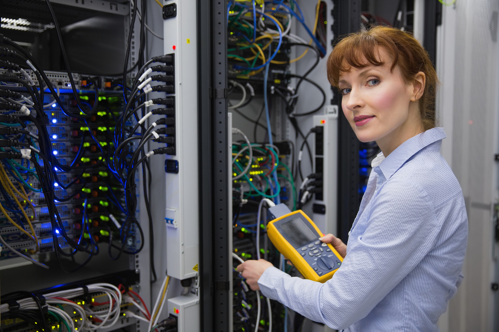 photodune-8667586-technician-using-digital-cable-analyzer-on-server-in-large-data-center-m